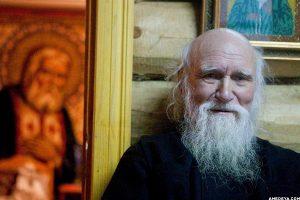 Старый священник