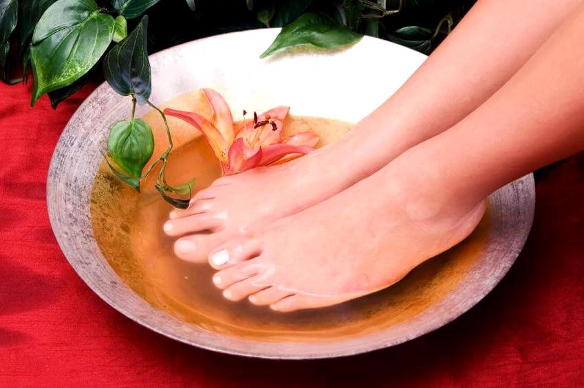 Как быстро избавиться от сухих мозолей на ступнях и пальцах ног. Спрашиваем у дерматолога