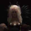 Девушка с тремя грудями
