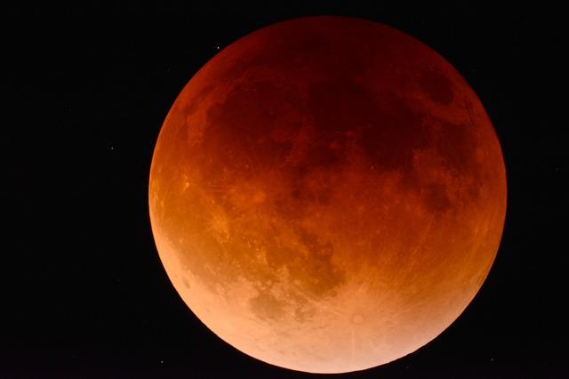 27.07.2018 можно было увидеть противостояние Марса и затмение Луны